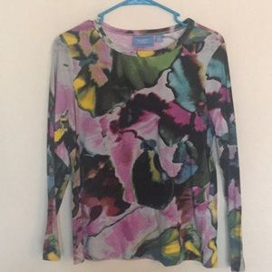 Beautiful splash of colors in this Vera Wang tee!